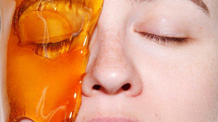 Vitamin E trong mật ong giúp giảm viêm, se da.