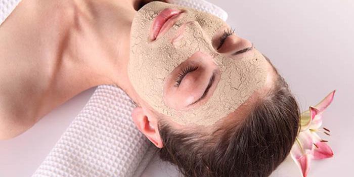 cám gạo giúp làm sạch sâu các bã nhờn trên da