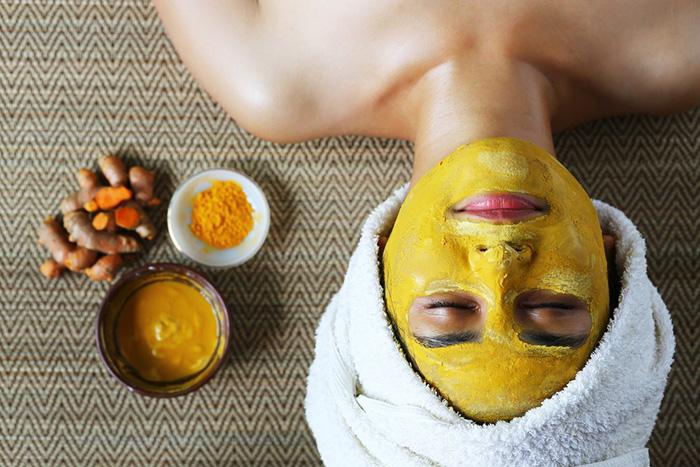 Cách làm sạch da sau khi đắp mặt nạ với nghệ