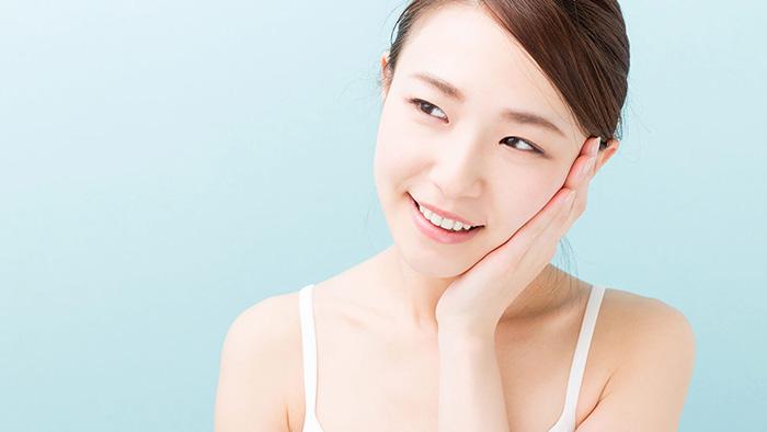 Vệ sinh mặt sạch sẽ để matxa hiệu quả hơn
