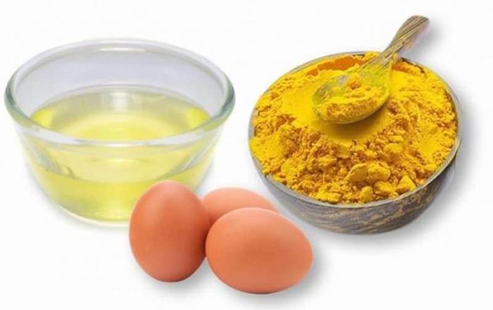 Mặt nạ nghệ và lòng đỏ trứng gà