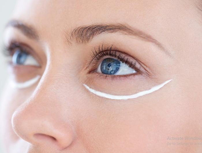 sử dụng kem mắt